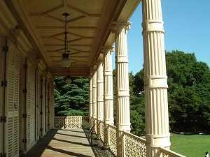 イオニア式円柱が美しいバルコニー