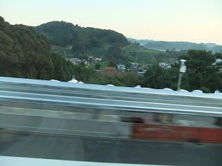 東名高速崩落現場