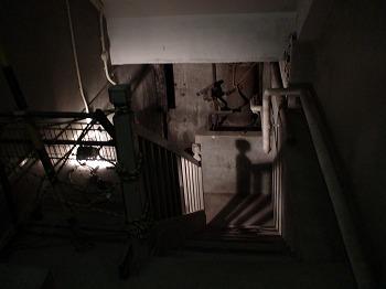旧燃料会館地下室への階段
