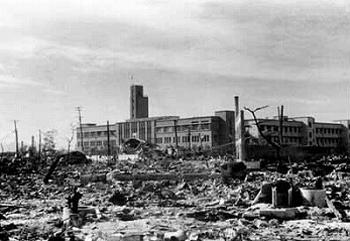 廃墟の中の広島赤十字病院