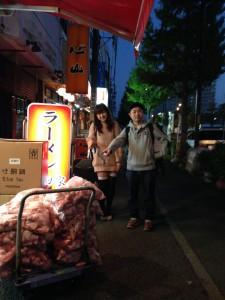 かんない少女隊のあみちゃんと、横浜ヨコハマの新村君