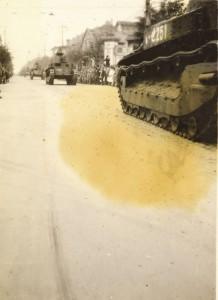 天津を行く日本軍戦車