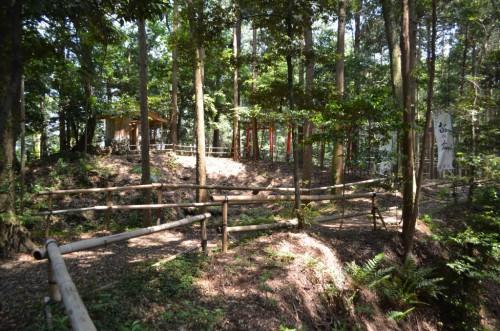野田城二の丸からの土橋
