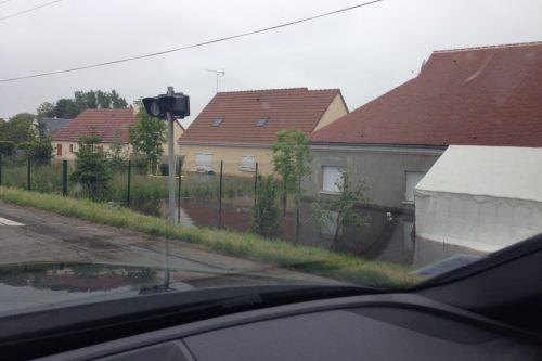 フランス洪水 セルコット付近で水没する家々