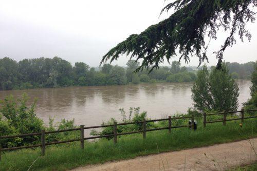 フランス水害 増水するロワール川