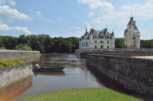 フランス洪水 シュノンソー城とボート