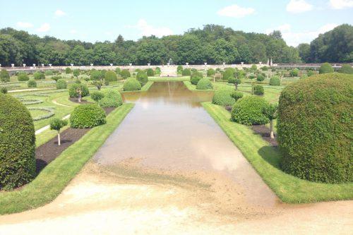 フランス洪水 水に浸かったシュノンソー城庭園