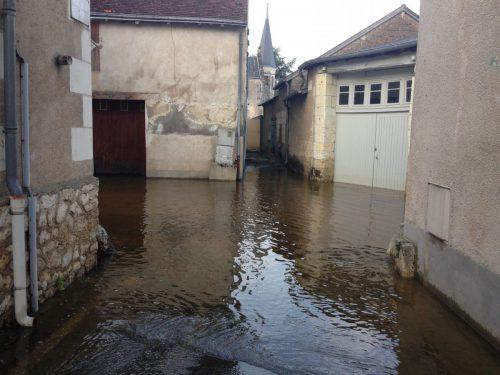 フランス洪水 家々が冠水 モントリシャール
