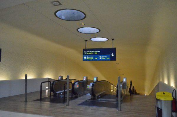 シャルル・ドゴール空港第一ターミナル サテライトとターミナル間の動く歩道