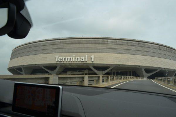 シャルルドゴール空港 第一ターミナル 車窓から